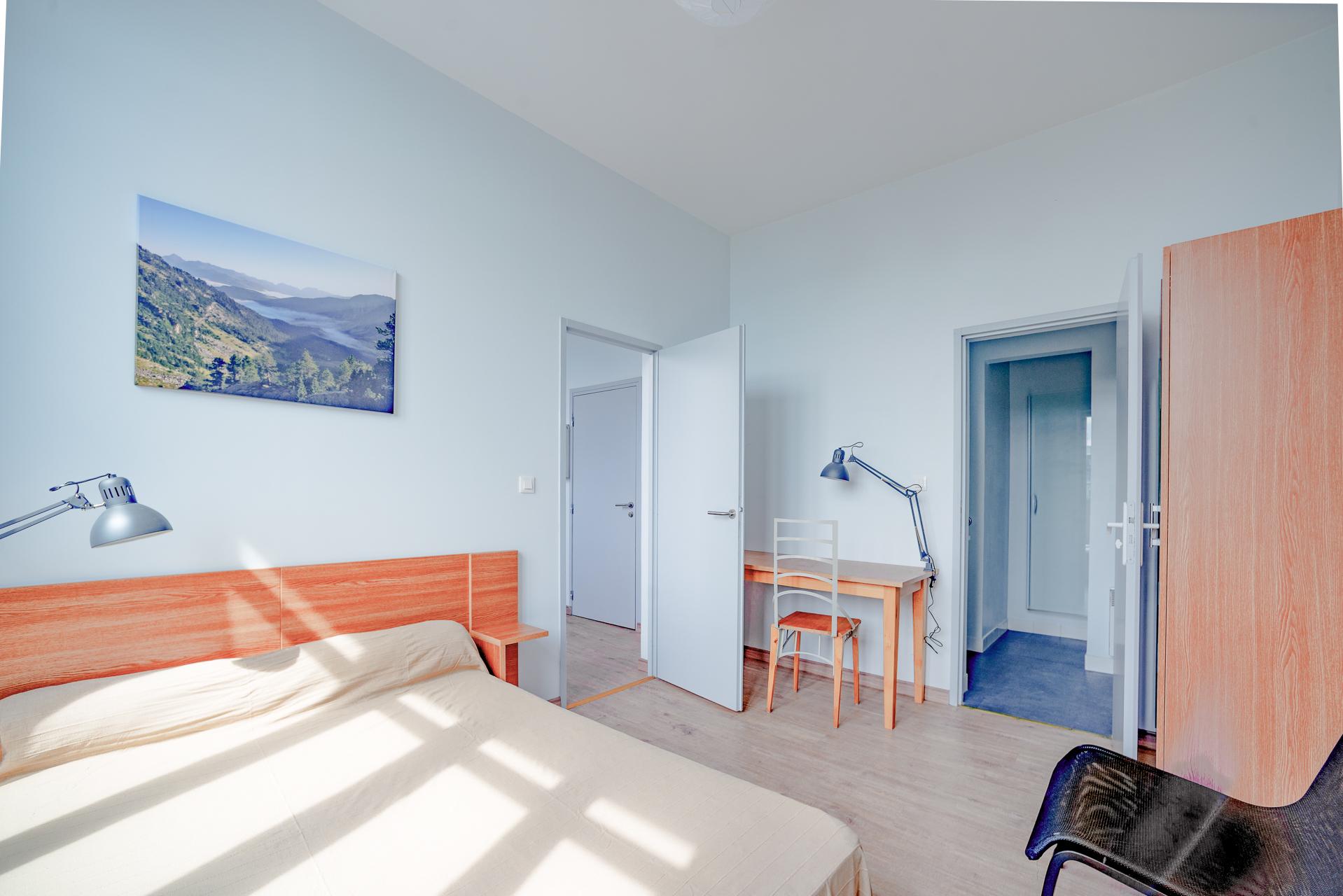Bedroom Studio 207 Desk